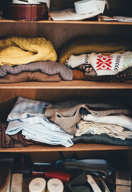 Organizing your clothes for relocation can be difficult