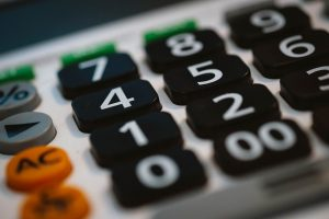A calculator to calculate the difference in finances when it comes to DIY move vs hiring professional movers.