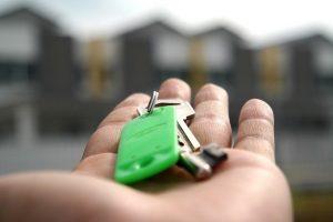 Keys in an open palm.